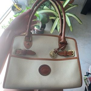 Dooney & Bourke Bags - *RESERVED* ❤️ VINTAGE CREAM DOONEY & BOURKE PURSE